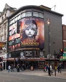 les miserables at queen's theatre 002