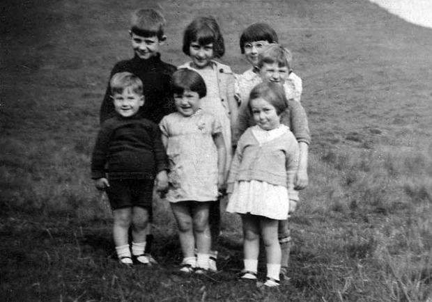 0_around_edinburgh_-_holyrood_park_7_children_dm