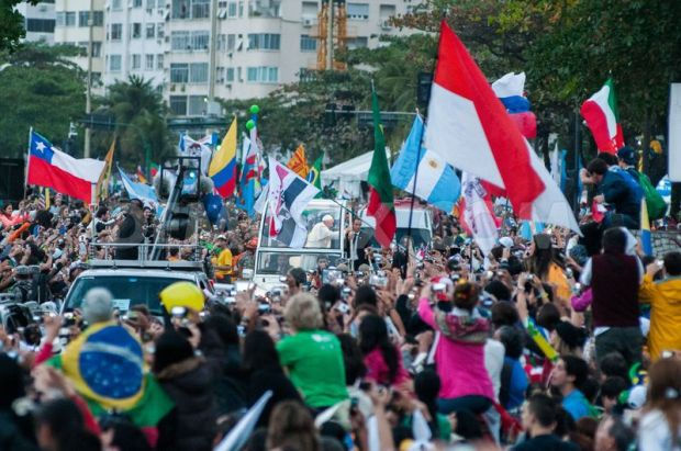 pope-delights-parade-crowd-in-copacabana-for-world-youth-day-in-rio