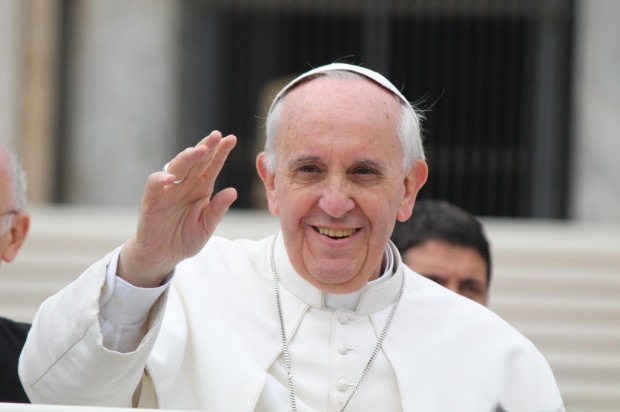 Pope-Francis-waves-e1412092315128-1024x682